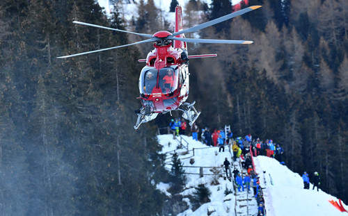 Giải vô địch trượt tuyết đổ dốc thế giới xảy ra tai nạn kinh hoàng 1