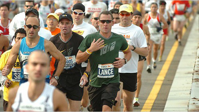 Lance Armstrong tái xuất trên đường đua... marathon 1
