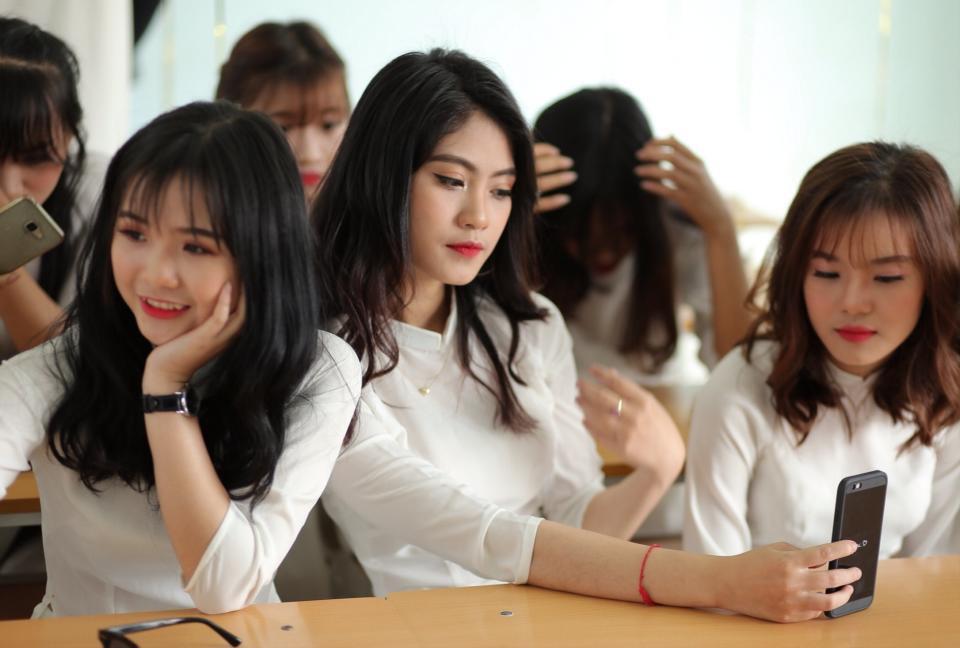 Gái xinh mặc áo dài trắng đẹp dịu dàng duyên dáng Việt Nam 11