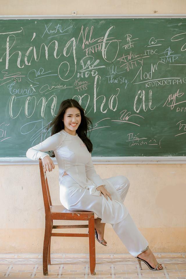 Gái xinh mặc áo dài trắng đẹp dịu dàng duyên dáng Việt Nam 24