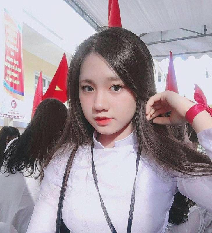Gái xinh mặc áo dài trắng đẹp dịu dàng duyên dáng Việt Nam 28