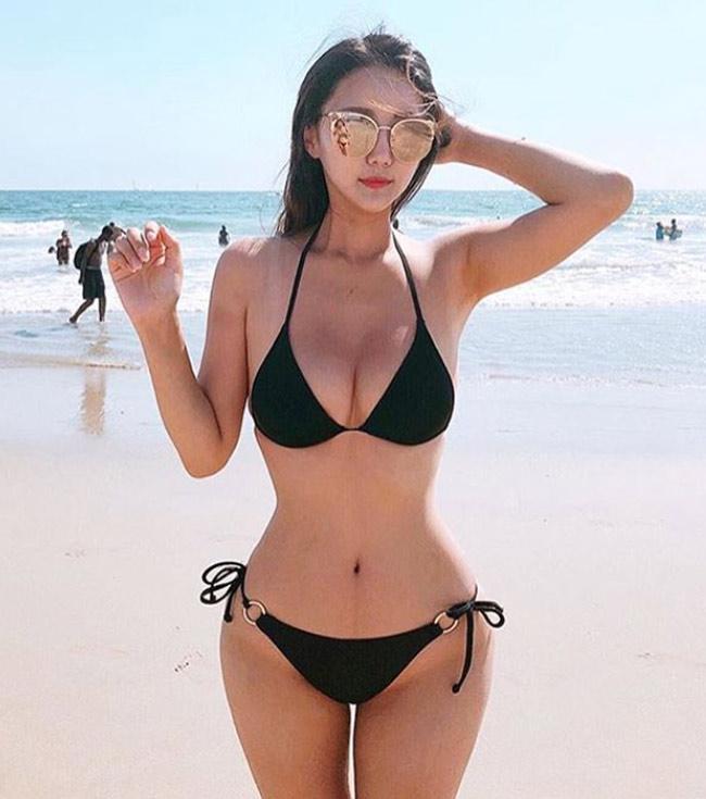 Ảnh gái xinh Hàn Quốc mặc Bikini khoe vòng 1 9