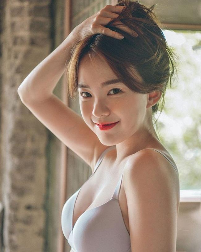 Ảnh gái xinh Hàn Quốc mặc Bikini khoe vòng 1 3