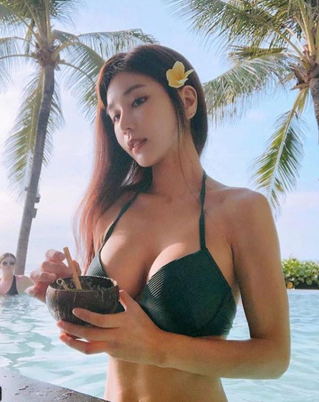 Ảnh gái xinh Hàn Quốc mặc Bikini khoe vòng 1 7