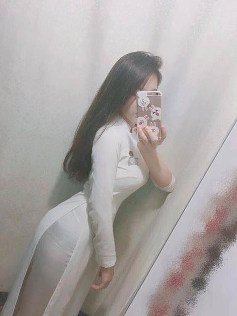 tập gym con gái áo dài
